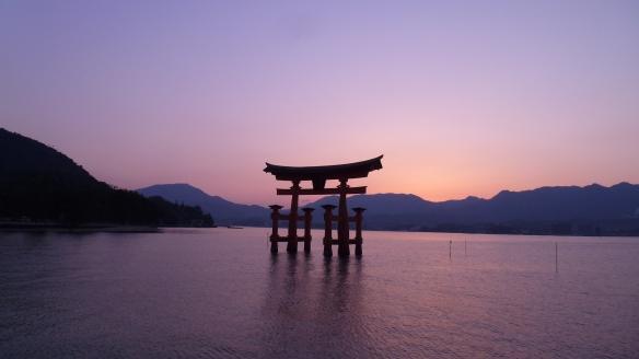 Le Torii au coucher du soleil.