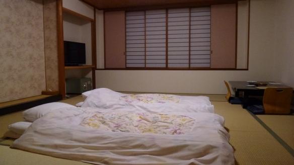 Notre chambre dans le ryokan, avec les futons.