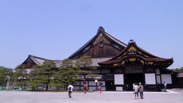 La façade du bâtiment principal du Nijo-jo, remarquablement travaillée.