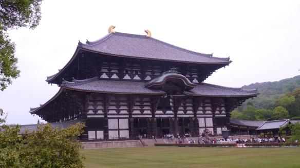 Le Todai-ji, plus grand bâtiment en bois du monde: 47m de haut, 88m de large et 52m de profondeur.