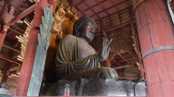 Le Daibutsu-den, 15 mètres de haut. En bronze, 2m plus haut que le Daibutsu de Kamakura.